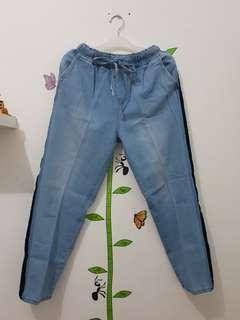 Celana jeans wanita karet pinggang