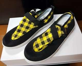 Brand new black and yellow checkered canvas shoes