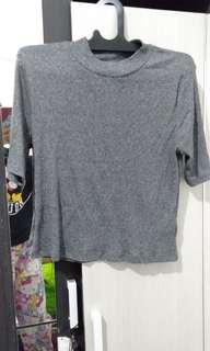 divided hnm kaos turtle neck