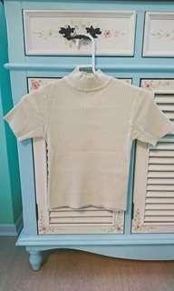 🚚 二手白色短袖針織上衣