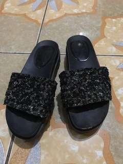 Manik manik platform sandal