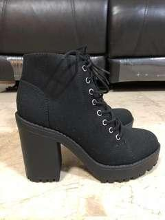 H&M divided lace boots