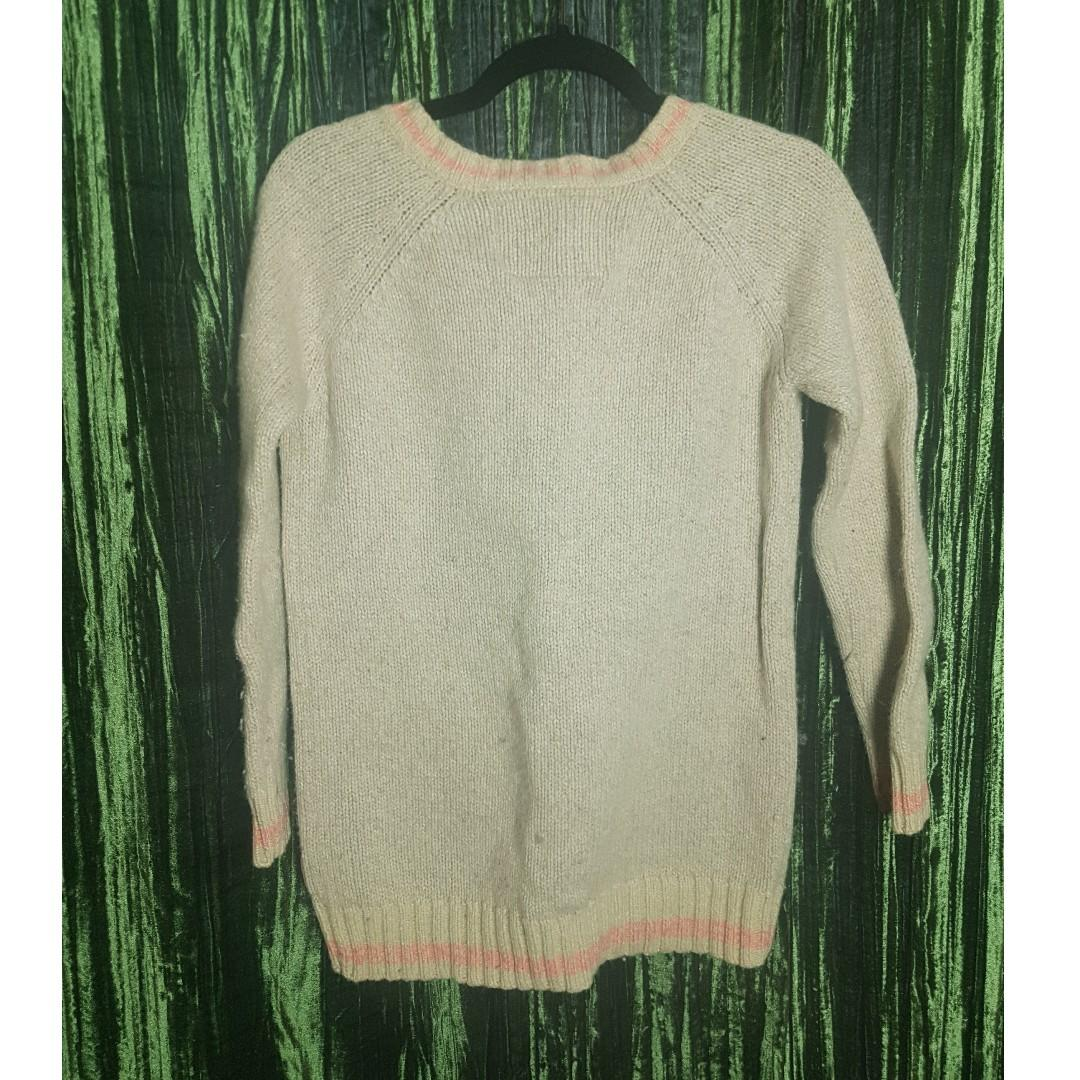 Comfy and warm roots sweater. Gently Used, size small.