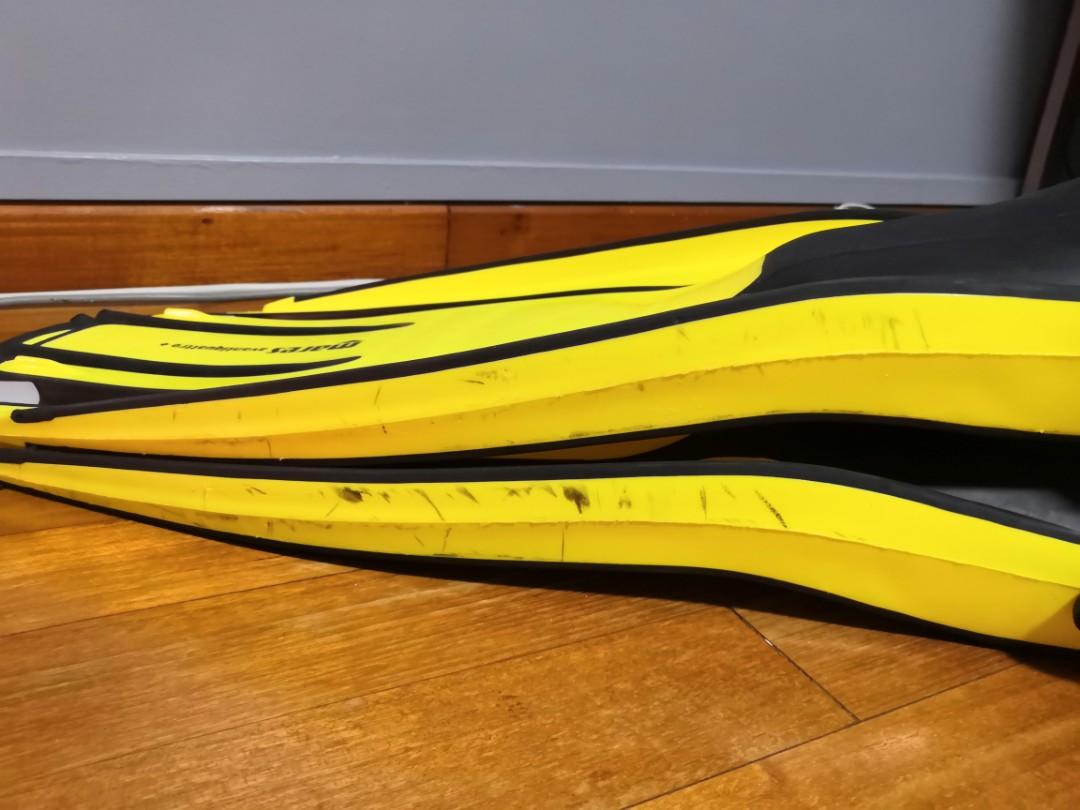 Mares Avanti Quattro Plus Fins Regular Sized Pre Owned