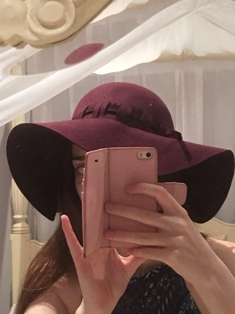 Maroon plait floppy hat