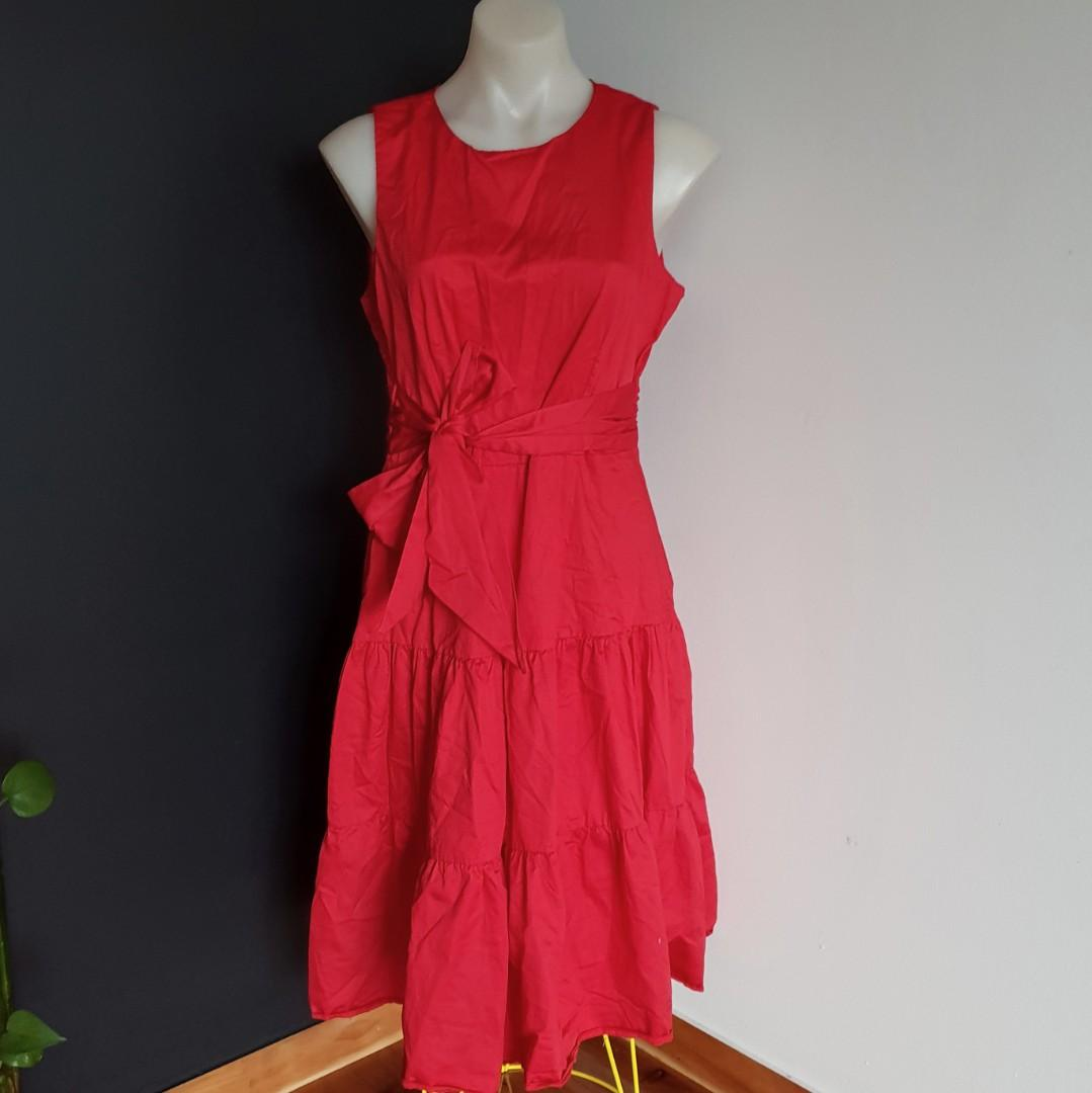 Women's size 14 'CLOSET LONDON' Stunning scarlet red fit and flare dress -AS NEW
