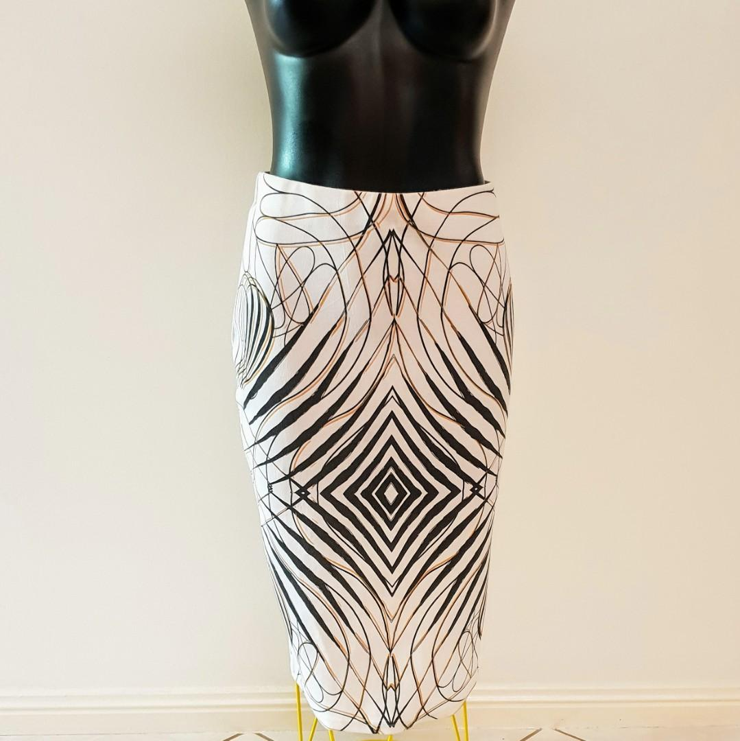 Women's size L (12-14) Stunning graphic print midi skirt - AS NEW