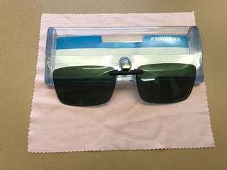 Polarized clip-on sunglasses - minimum clip design