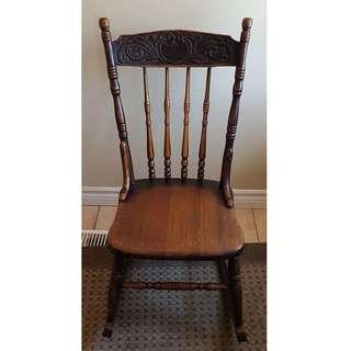 ANTIQUE OAK ROCKING CHAIR ( Not Full Size)