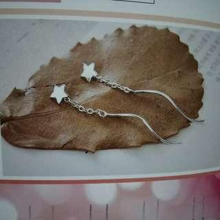 Star dangling earring 102