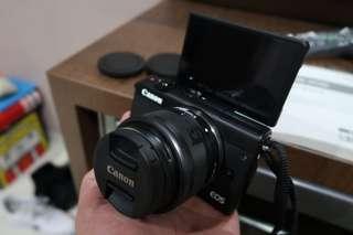 Canon EOS M100 super like new