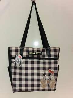 Hello Kitty shoulder bag with centre zip and 3 side compartments