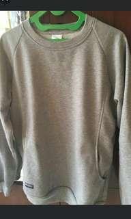 Sweater polos abu