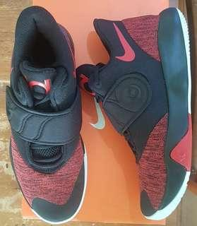 Nike KD Trey 5 VI basketball shoes size 7 US for men or 8 US for women (25 cm)