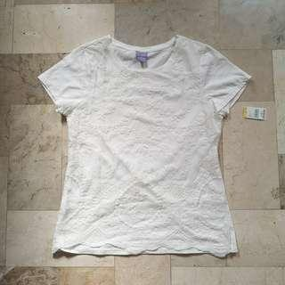 White tshirt with lace details