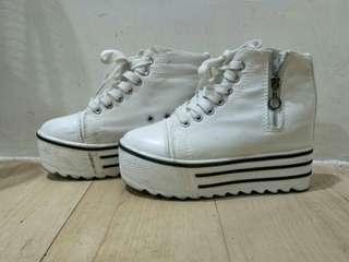 🚚 白色松高內增高鞋