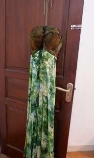Gaun dengan bustie dada