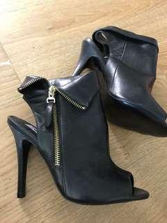 WINDSOR SMITH Booties black with zip size 7