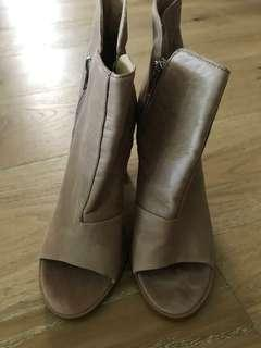 TONY BIANCO tan Booties as new 7