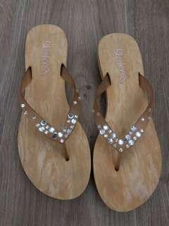af13892986ffb preloved skechers sandals size 9