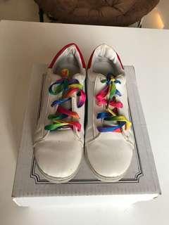 Sepatu Putih Tali Warna Warni