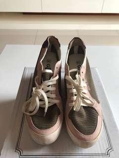 Sneakers Tinggi Gosh