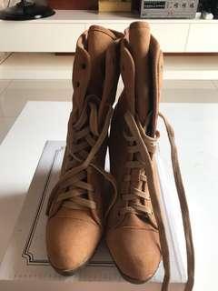 Boots Tinggi Coklat