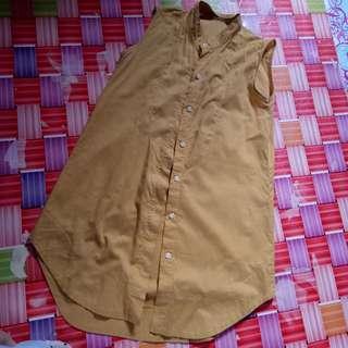 Baju tanpa lengan warna kuning kunyit