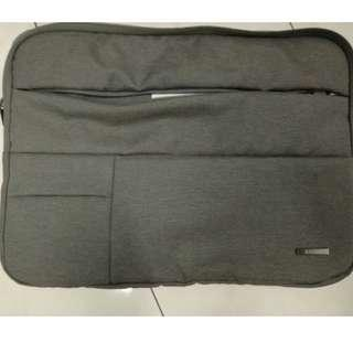 Laptop sleeve with zip and multiple pouches