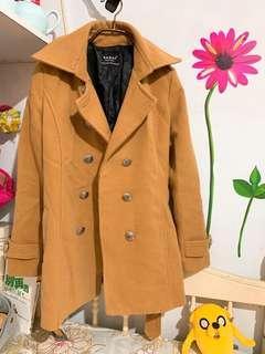 🚚 奶茶色排釦外套