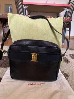 Authentic vintage FERRAGAMO shoulder bag