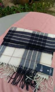 🚚 蘇格蘭百百CASHMERE黑白格紋圍巾