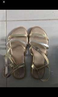 Preloved Sepatu Sandal Gioretti