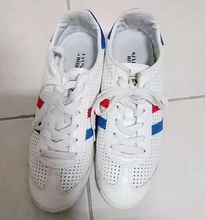 (免費)百搭小白鞋