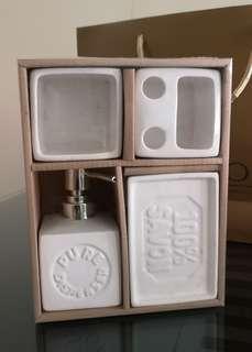 Bathroom tools set