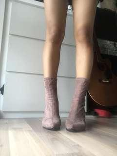 Suede greyish brown pointed boots heels