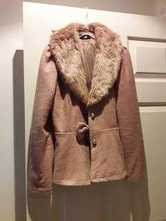 棕色傘狀外套