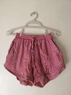 Red stripes shorts
