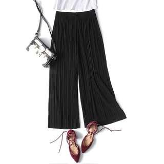 Black pleated Capri pants