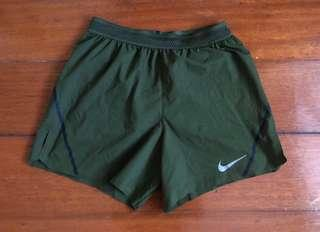 AUTHENTIC Nike Aeroswift shorts 💚