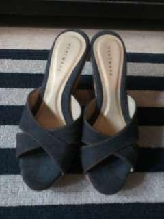 Heels (Heatwave) Size 4 or 35