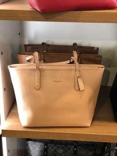 🚚 Coach Leather City Zip Top Tote Bag