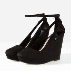 Stradivarius black wedge heels size 6