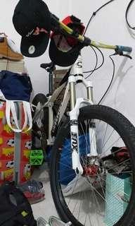 🚚 Bicycle. Mountain bike.