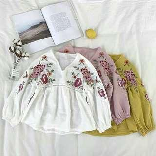 🚚 Floral Embroidery Babydoll Lantern Sleeve Top in White