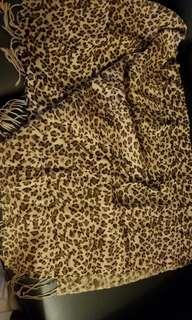 Leopard print scarf (85% new)