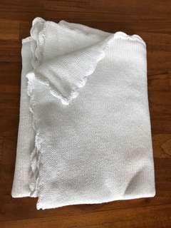 Scalloped edge, white cotton blanket