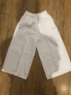 Celana 3/4 Wanita warna putih