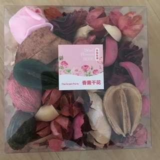 Potpourri and fake rose petal