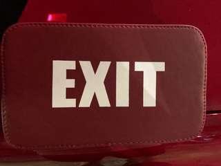 🚚 EXIT側背包